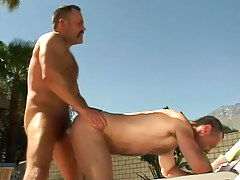 Bear mature man-lover drills dilf in doggy style outdoor