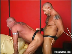 Hairy homosexual drills old male in doggy style