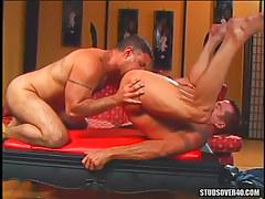 Muscle dilf licked by seasoned fellow