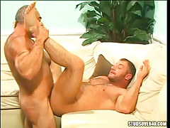 Hairy gay guy ducked by silver daddy
