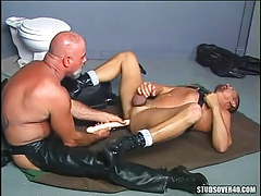 Old bear twink in leather dildofucks male on floor
