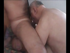 Hairy guy sucked and licked by old fruits