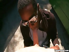 Ebony dude in glasses throats white shlong outdoor